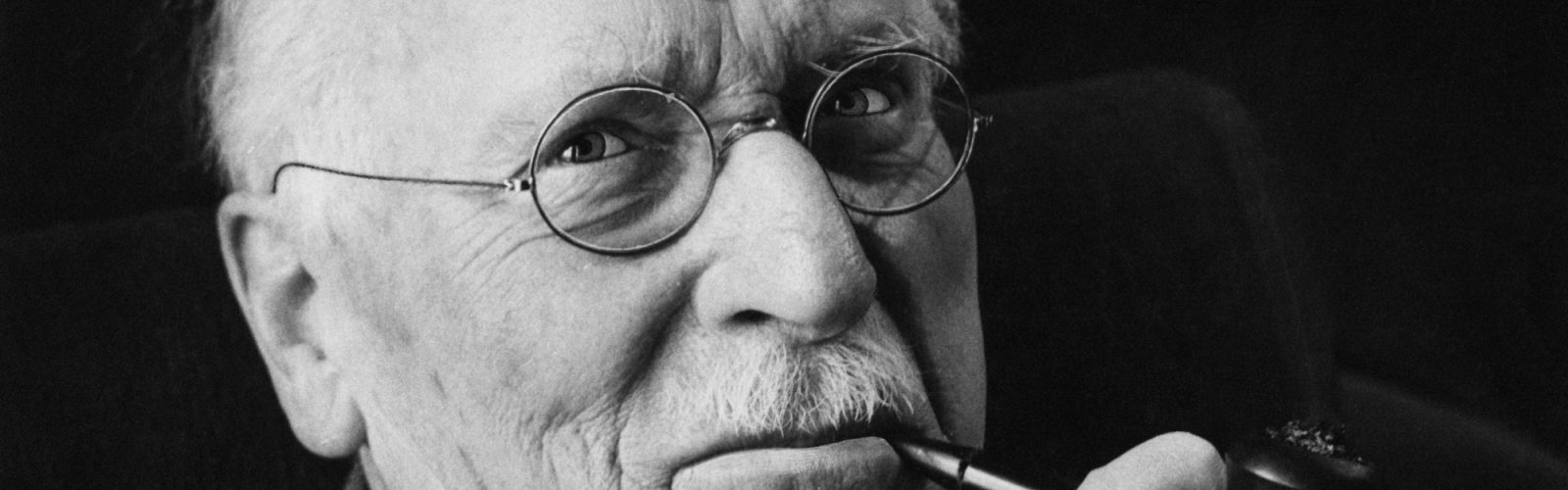 Swiss psychiatrist Carl Gustav Jung (1875 ? 1961), the founder of analytical psychology, 1960. (Photo by Douglas Glass/Paul Popper/Popperfoto/Getty Images)
